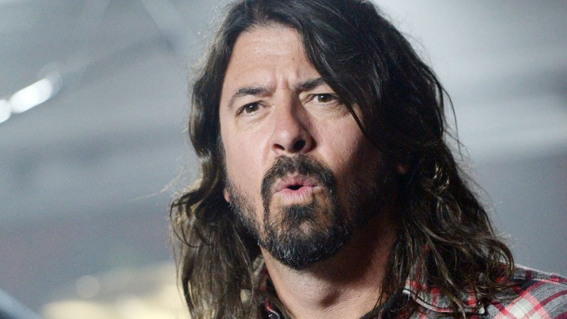 [VIDEO] Dave Grohl protagoniza fuerte caída en pleno show de Foo Fighters
