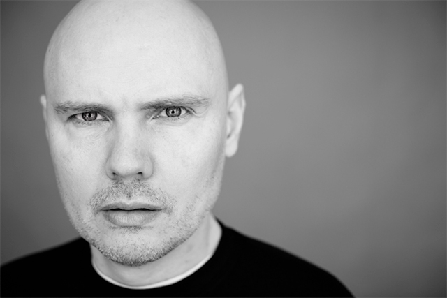 ", Billy Corgan estrena la canción ""Roustabout"""