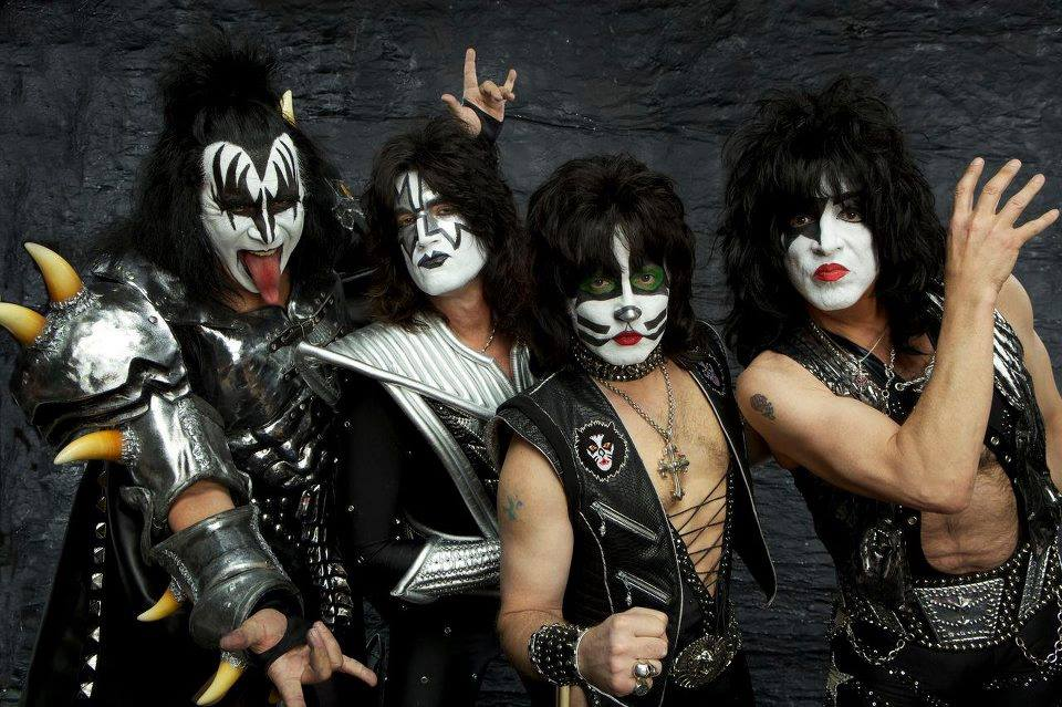 , Kiss le dice que no a Trump
