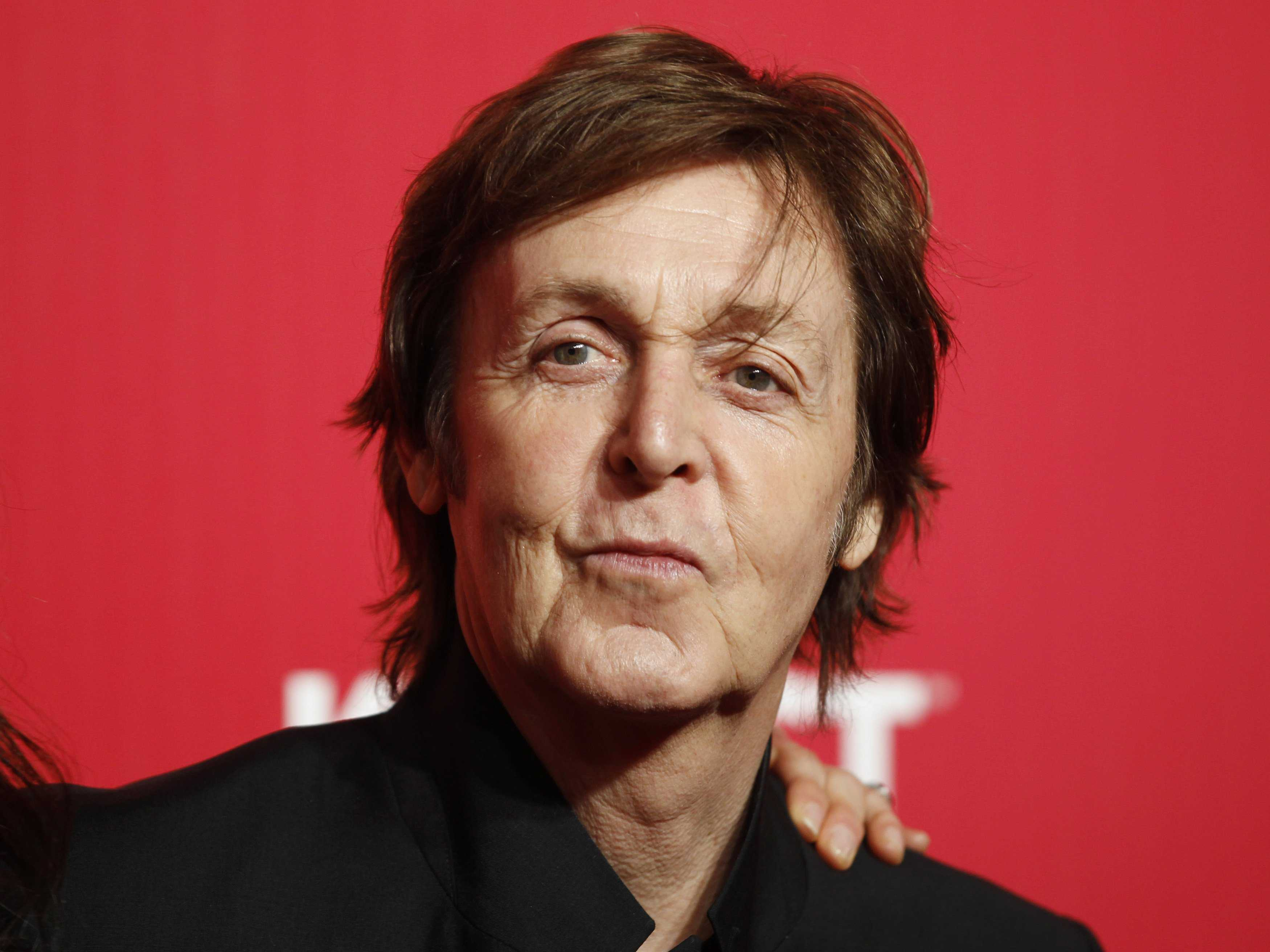 , Paul McCartney demanda a Sony por derechos de los Beatles