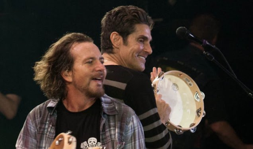 ", Pearl Jam invitó a Perry Farrell para cantar en vivo ""Mountain Song"" de Jane's Addiction"